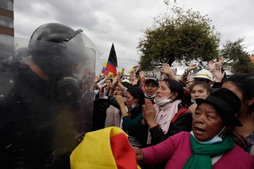 IFEX-ALC condena represión y agresiones a periodistas en Ecuador