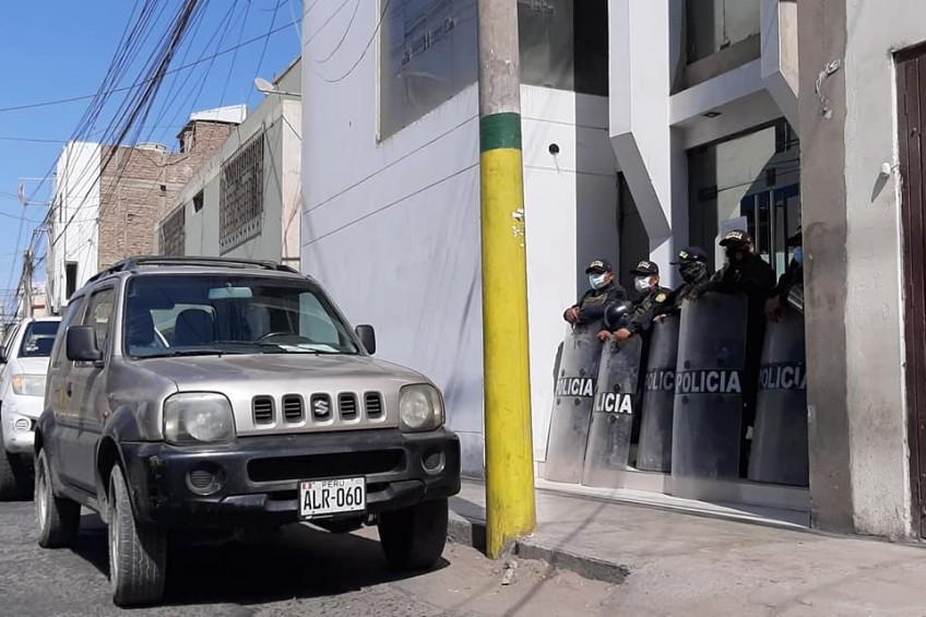 Perú: Fiscalía y Policía allanan tres medios de comunicación